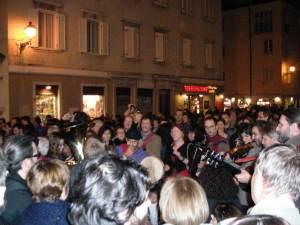Manifestazione musicisti di strada