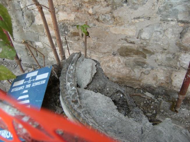 muro confine_rosone1 spezzato_DSCF4010